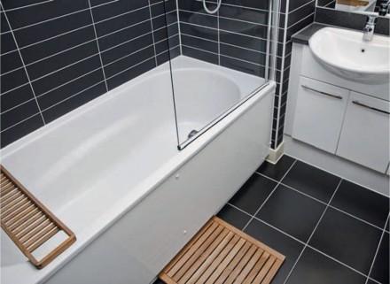 Zdj. 1. Producenci ceramiki łazienkowej oferują specjalne panele do zabudowy wanien kształtem i wielkością dostosowane do oferowanych przez nich modeli.