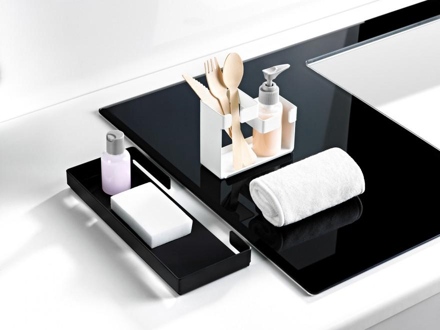 Zdj. 4. Akcesoria Mokko od Deante dostępne w wykończeniu w minimalistycznej czerni lub klasycznej bieli i wykonane zostały ze stali nierdzewnej.
