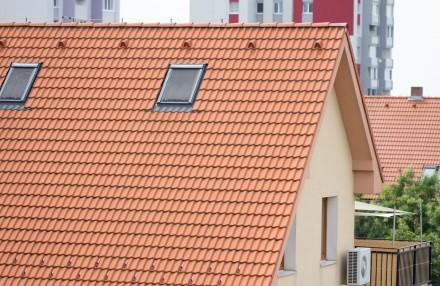 Wiatrownicę trzeba dopasować do obrabianej krawędzi dachu