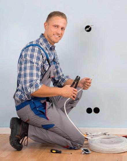 Zdj 1. Podczas remontu lub rozbudowy instalacji elektrycznej należy ją dostosować do potrzeb spowodowanych rosnącą liczbą urządzeń zasilanych energią elektryczną.