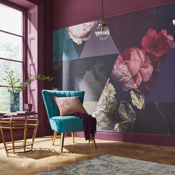 Zdj. 2. Fototapety to niesłabnący trend w aranżacji wnętrz, a salon jest wręcz idealną przestrzenią do przyklejenia nowej tapety we wzory.