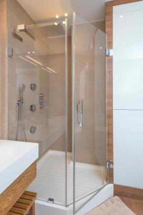 Brodziki z akrylu sanitarnego charakteryzują się lekkością, gładkością ścianek oraz łatwością czyszczenia (fot. AdobeStock)