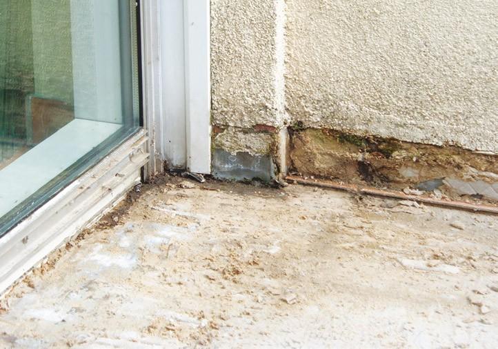 Penetracja wody w warstwy tarasu doprowadza do ich uszkodzenia. Konieczny jest wówczas remont.