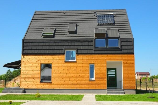 Okna na poddaszu sprawiają, że do pomieszczenia wpada duża ilość naturalnego światła