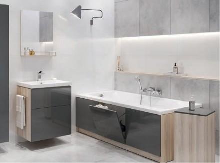 Zdj. 3. Aby maksymalnie i estetycznie wykorzystać przestrzeń wokół wanny, warto kupić obudowę wyposażoną w schowki lub półki.