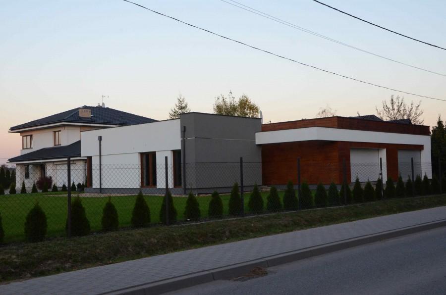 Rzut domu parterowego powinien nawiązywać pośrednio do kształtu działki, wpisywać się w nią (fot. K. Jankowska)