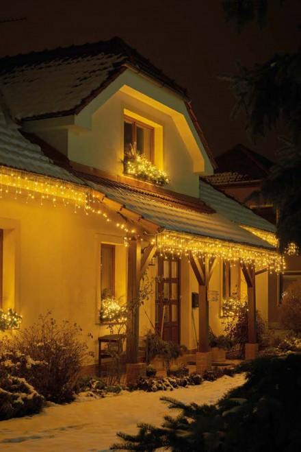 Zdj. 2. Zewnętrzne dekoracje świątecznie stworzą niepowtarzalną, świąteczną atmosferę. Źródło: Archiwum EMOS.