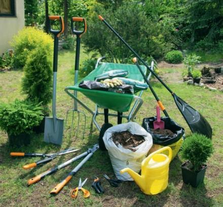 Zdj 1. Wiosenne prace ogrodowe na starcie