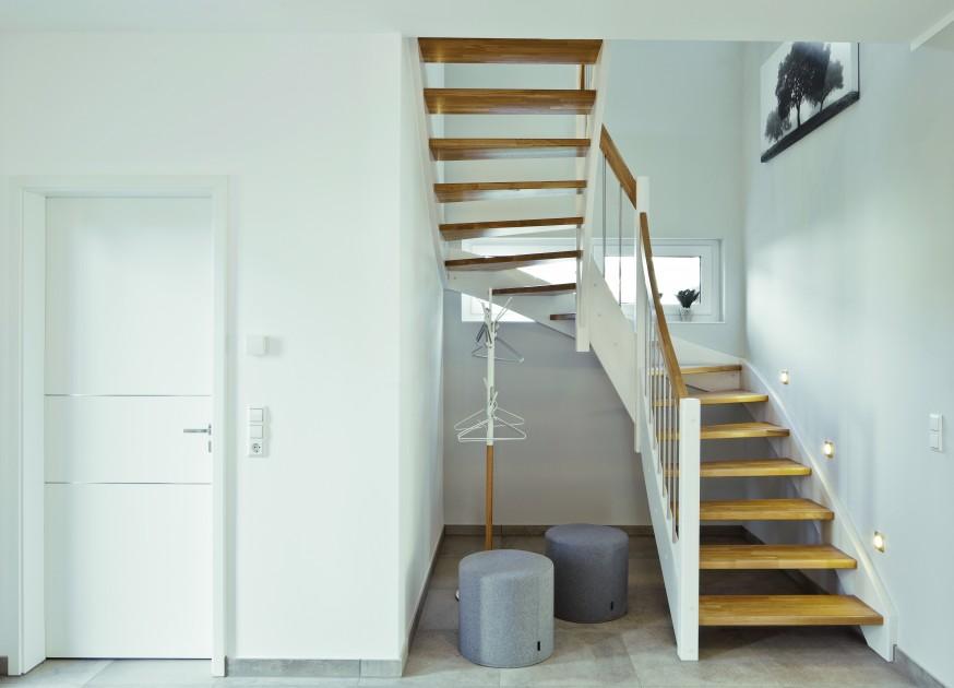 Atutem schodów drewnianych lub metalowych jest bogactwo kształtów, ograniczone w przypadku schodów żelbetowych