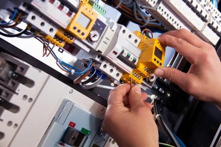 Instalacje elektryczna powinna być zabezpieczona odpowiednimi wyłącznikami (fot. pixabay.com)