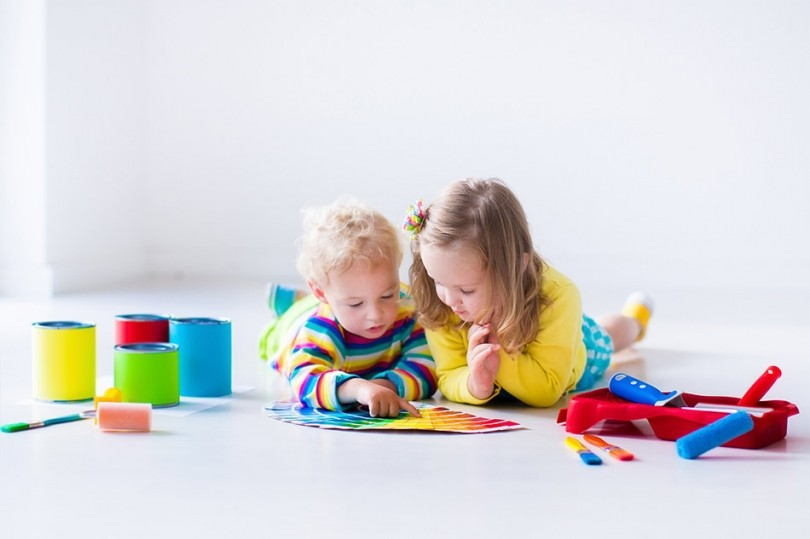 Zdj. 1. Farby ceramiczne dedykowane są w szczególności pomieszczeniom, w których ściany narażone są na zabrudzenia jak: salony, pokoje dzieci czy korytarze. Źródło: Archiwum ŚNIEŻKA.