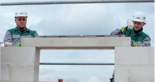 Stosowanie prefabrykowanych nadproży z betonu komórkowego eliminuje konieczność wykonywania szalunków oraz planowania przerw technologicznych na czas wiązania betonu.
