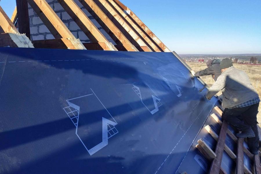 Membrany dachowe służą do wstępnego krycia dachów (fot. AdobeStock)