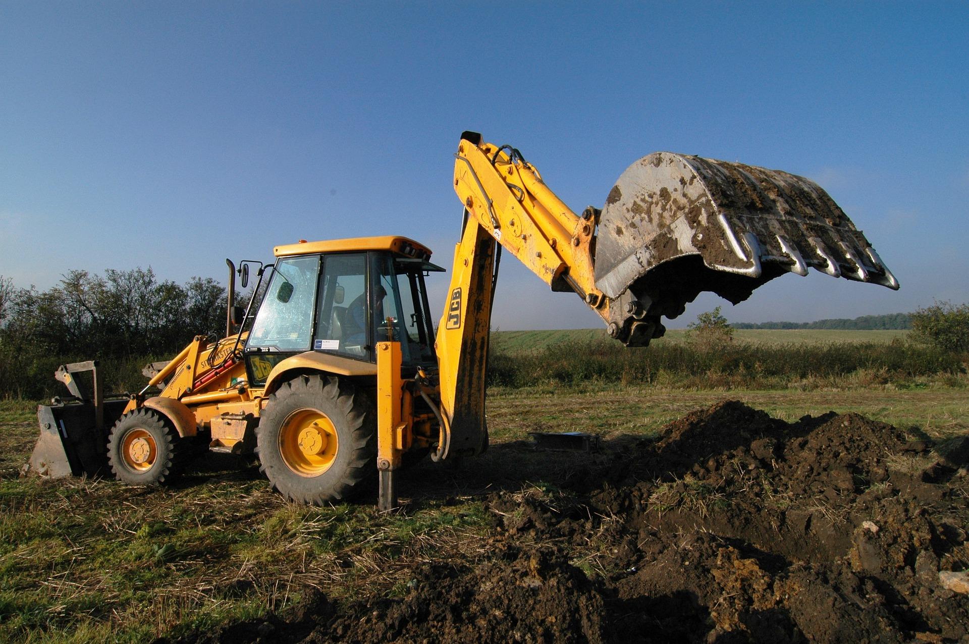 wykop-pod-fundamenty-domu-recznie-czy-mechanicznie
