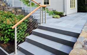 Jakie płytki na schody zewnętrzne?