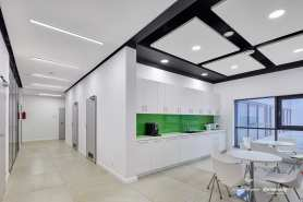 Sufity podwieszane do korytarzy - nowoczesne rozwiązania ARMSTRONG