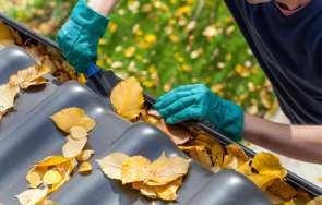 Konserwacja orynnowania – czyszczenie i naprawa systemu rynnowego