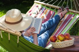 Hamak w ogrodzie – sposób na letnie popołudnie