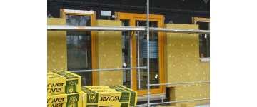 Ocieplenie ścian zewnętrznych domu – kryteria doboru materiałów termoizolacyjnych