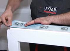 montaz-warstwowy-stolarki-okiennej-z-tasmami-okiennymi-tytan-professional