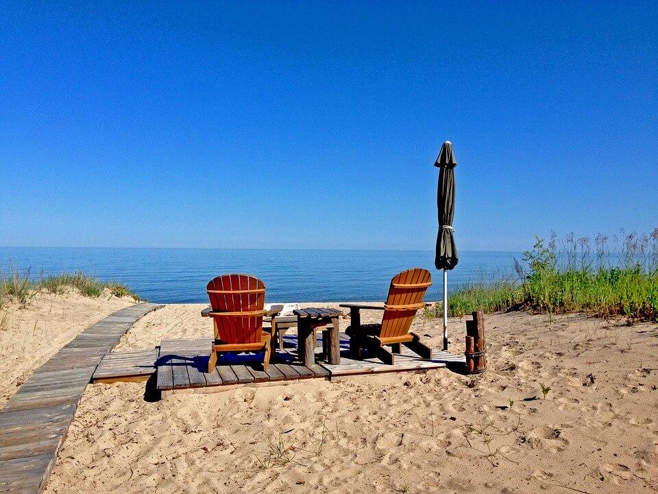 domek-nad-morzem-wyposazenie-obowiazkowe-na-lato