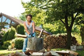 Jak i czym rąbać drewno – siekiera czy łuparka do drewna