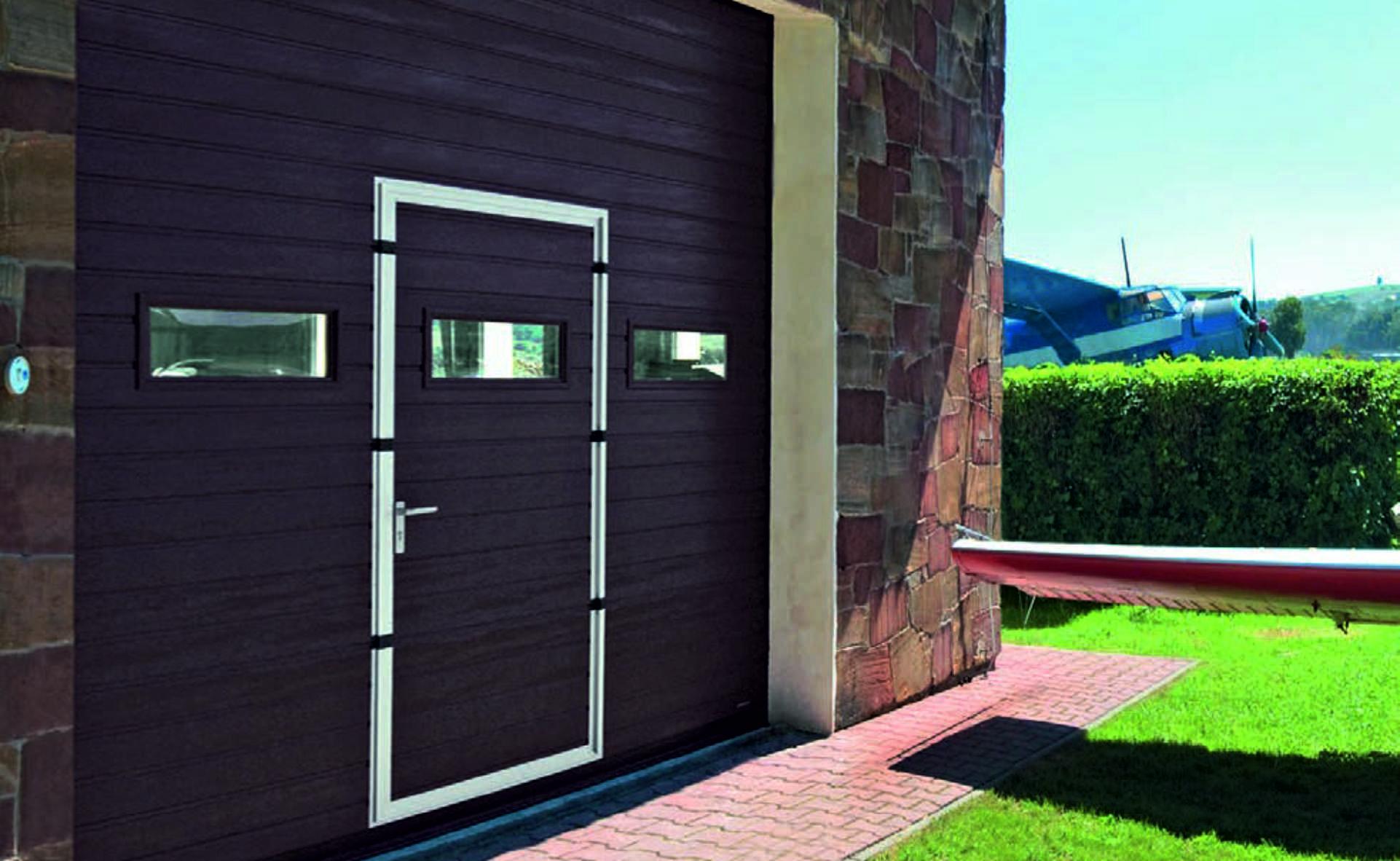 drzwi-w-bramie-garazowej