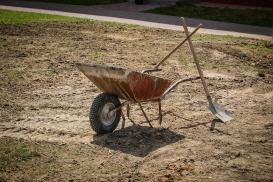 Czy ziemię po wykopie można wykorzystać do zakładania ogrodu?
