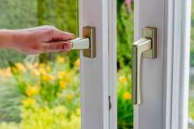 Jak wymienić klamkę w oknie?