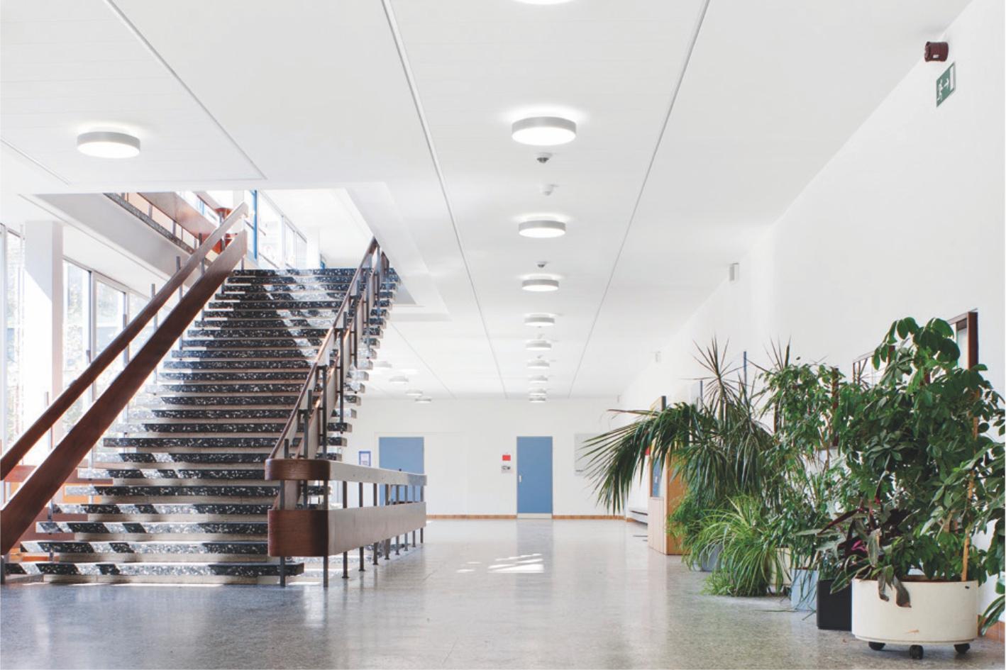 system-f-sufit-przymocowany-do-sciany-system-korytarzowy