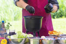 Jak ułatwić sobie przygotowywanie posiłków na zewnątrz