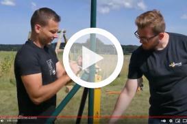 Jak zbudować ogrodzenie? Zobacz szybki montaż słupków za pomocą wkręcanych podstaw słupa Grundline - Domax!