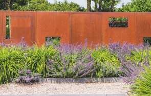 Ogrody ujęte w surowe ramy