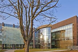 Czy zastosowanie wełny mineralnej do ocieplenia budynku w technologii fasady wentylowanej to dobra propozycja? Co za nią przemawia?
