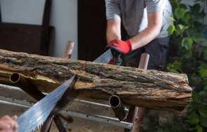 Jak prawidłowo ciąć drewno – sposoby i narzędzia do cięcia drewna