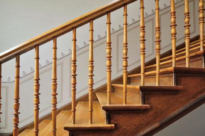 jak-odnowic-drewniane-schody