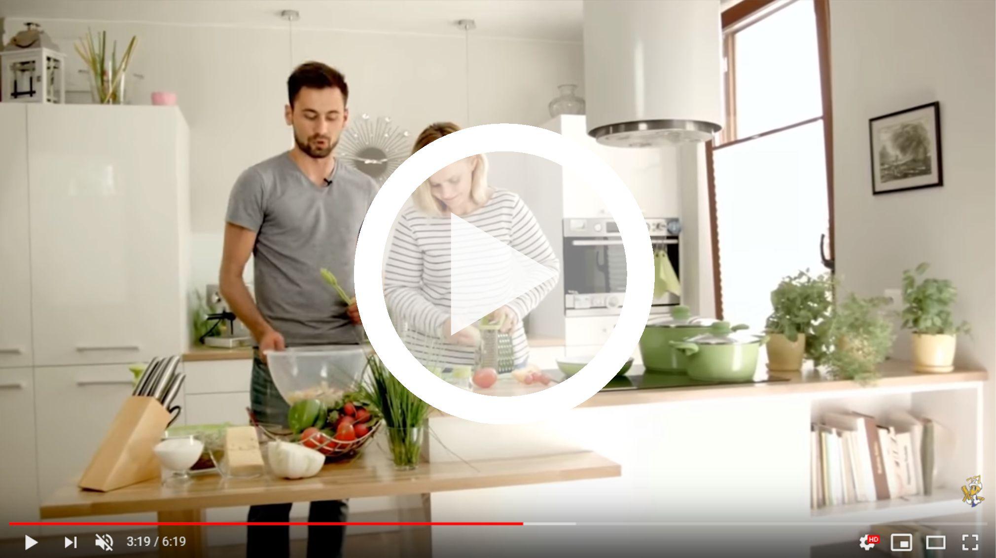 jak-przygotowac-blyskawiczna-salatke-noze-skrobaki-tarki