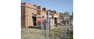 Ogrodzenie placu budowy – tymczasowe czy docelowe
