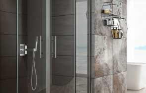 Kabina prysznicowa ze szkła hartowanego czy polistyrenu