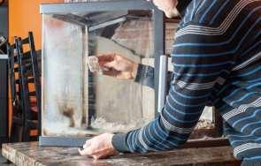 Jak wyczyścić kominek