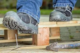 BHP na budowie – jakie ubrania robocze i sprzęt ochronny są konieczne
