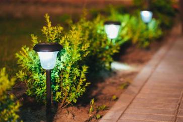 Słupki – idealne lampy do ogrodu