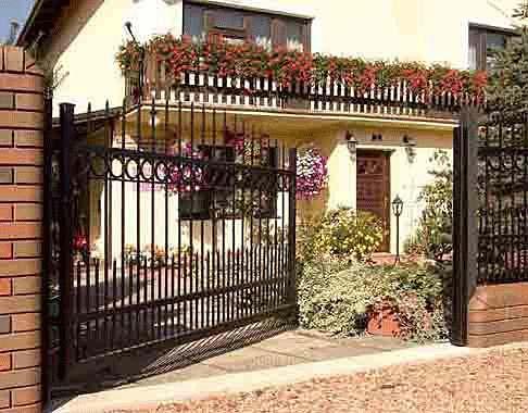 brama-wjazdowa-rozwieralna-czy-przesuwna