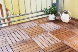 Drewniane i drewnopochodne podesty tarasowe – wady i zalety