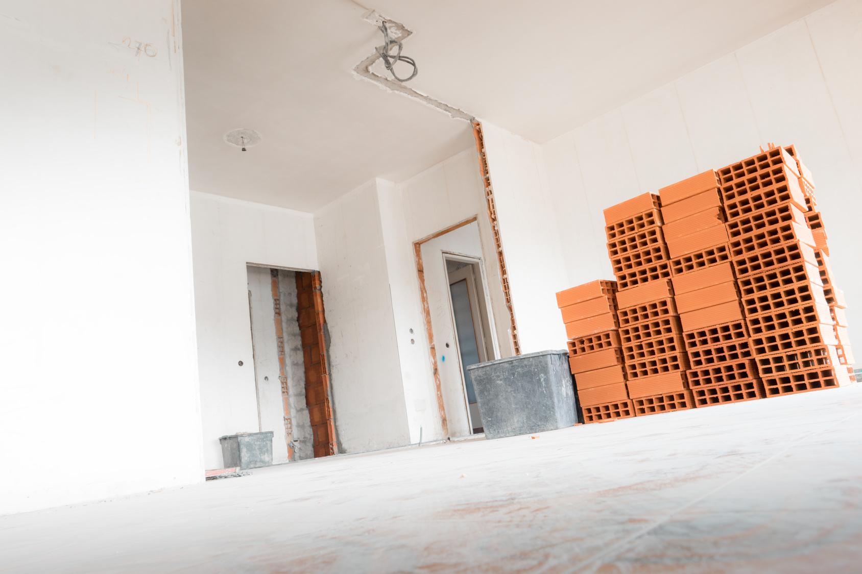 remont-domu-wyburzanie-scian