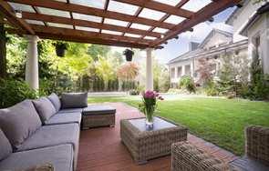 Aranżacja ogrodu przed domem: inspiracje i praktyczne wskazówki