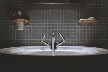 Jak dobrać baterie i syfony do umywalki?