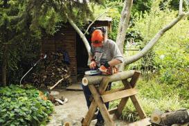 Jak prawidłowo ciąć drewno opałowe – sposoby i narzędzia do cięcia drewna opałowego