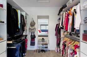 Praktyczna garderoba na rzeczy sezonowe