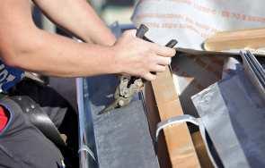 Jak i czym ciąć blachę trapezową lub blachodachówkę – narzędzia i akcesoria do cięcia blachy